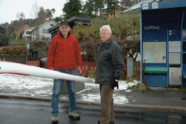 Bjørn Pedersen og Kjell Widerøe vil beholde Lofthusbommen. Foto: Karl Andreas Kjelstrup