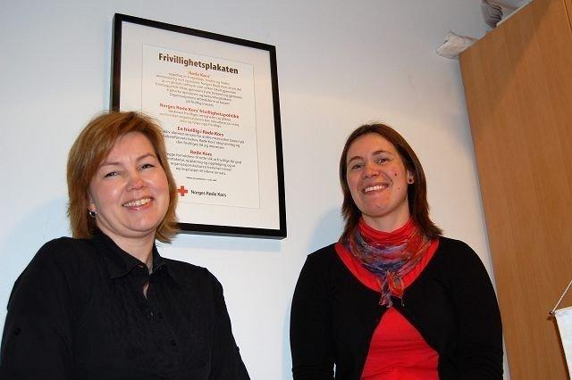 Mona Henriksen og Stine Pernille Kjos ønsker flere besøksvenner. FOTO: Andreas Lindbæk