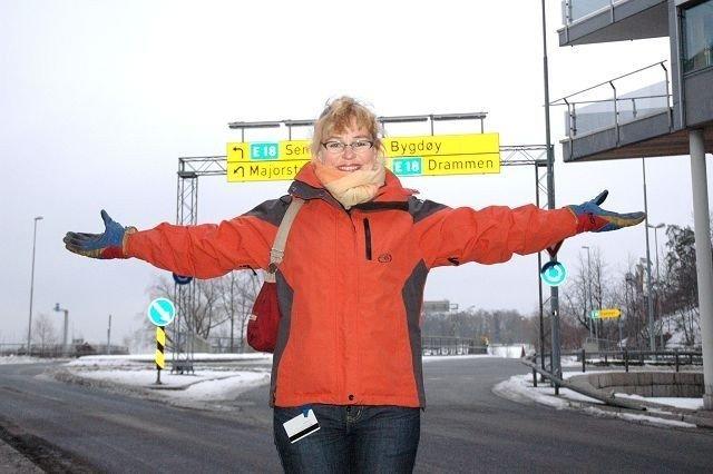 Omtrent der hvor Janne Svegården markerer kommer den nye bomstasjonen. Bygdøylokket i bakgrunnen. Foto: Vidar Bakken