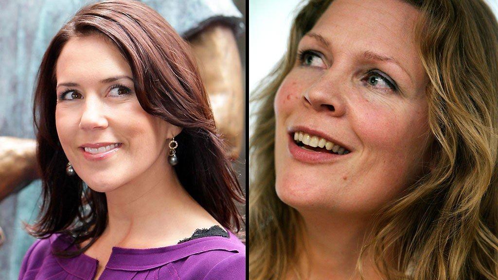 FIKK PRIS: Åsne Seierstad fikk motepris av kronprinsesse Mary under moteuken i København.