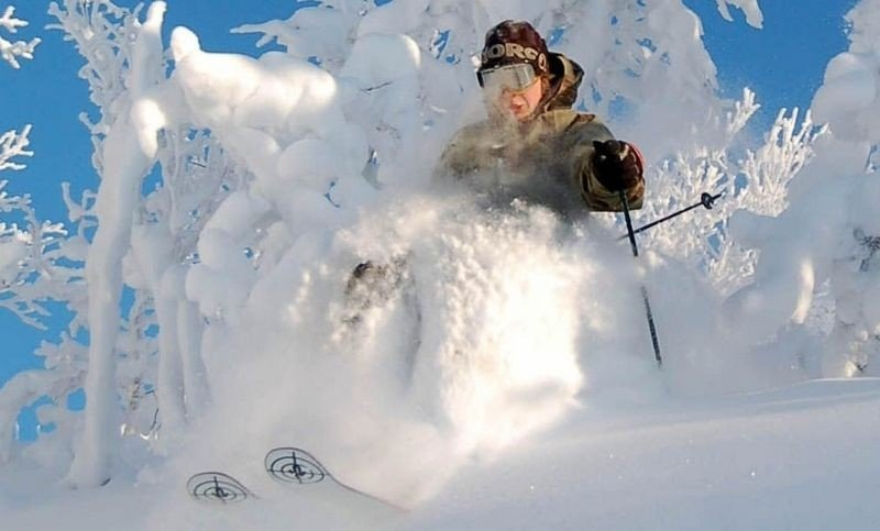 VINTERFERIE!!! Hvor finnes den perfekte bakken, det hyggeligste anlegget, den korteste køen og den dypeste snøen? Nesbyen (bildet) er blant stedene ekspertene tipser om.