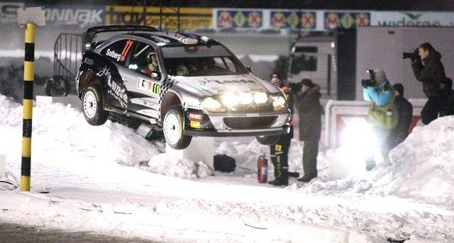Petter Solberg var raskest av alle i sin nye bil på Bjerkebanen. Han hadde også et tallrikt publikum i ryggen.