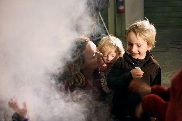 Etter forestillingene fikk ungene møte Heksagon og Boboz og ikke minst se i den sorte gryte.