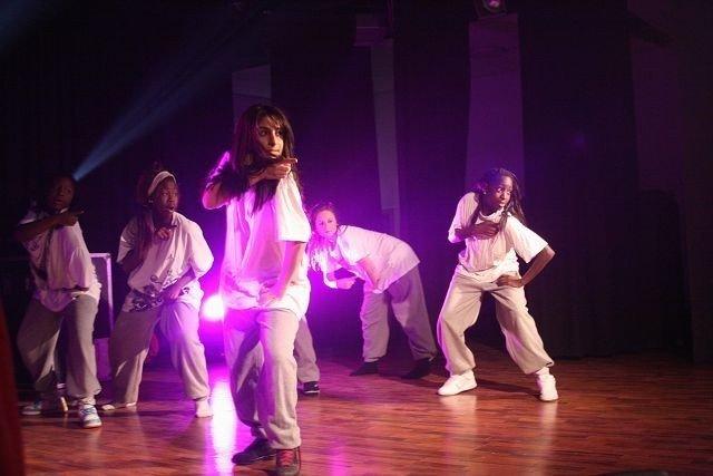 Gnistrende danseshow sikret dansegruppa Wanted en opptreden på Sentrum Scene.