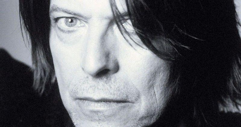 GAMMEL REBELL: David Bowie begynner å bli grå i skjegget, men har godt grep på gamle fans. Ryktene svirrer, men ingen vet hva som blir artistens neste trekk.