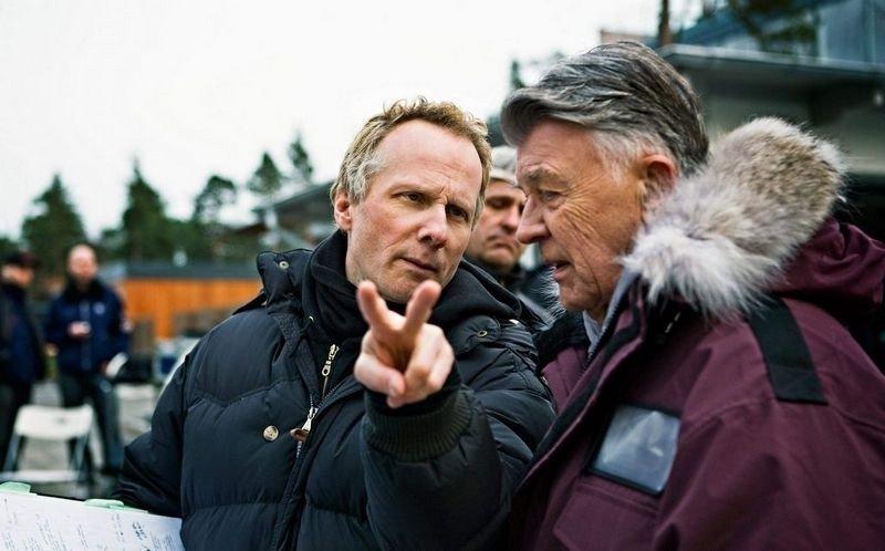 """REGISSØREN: Niels Arden Oplev instruerer Sven-Bertil Taube under innspillingen av """"Menn som hater kvinner""""."""