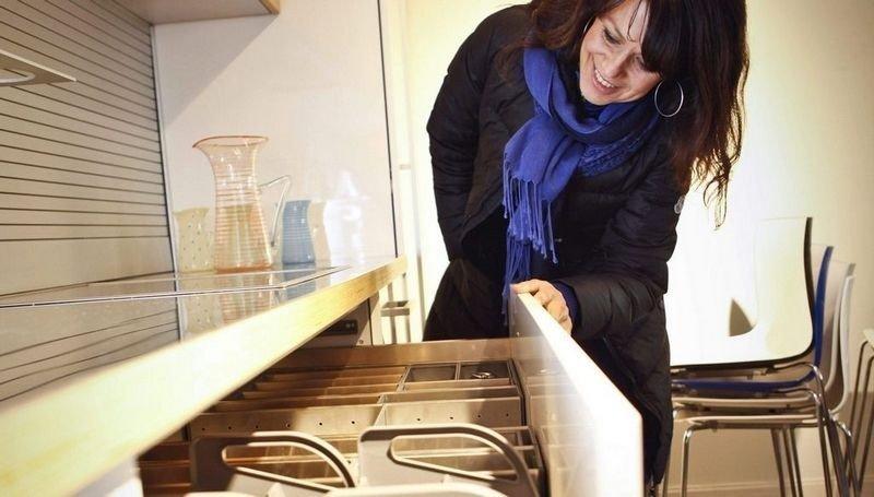KJØKKEN: Interiørarkitekt Berit Olderheim sverger til skuffer på kjøkkenet.