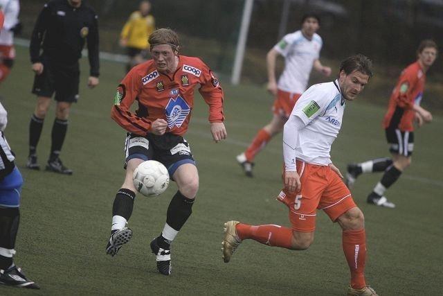 Anders Mårdalen og Ullern glapp i ni skjebnesvangre minutter mot Aksel Gjøsund og Skarbøvik i seriepremieren.