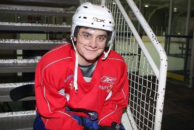 Modo-spilleren Mats Zuccarello Aasen (21) er en gryendehockeystjerne, men privat er han nokså uformell og avslappet. Her er han i Ungdomshallen påJordal etter en treningsøkt med landslaget før påske.
