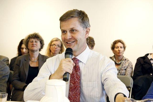 Miljø- og utviklingsminister Erik Solheim (SV) ledet møtet på Nedre Fossum gård.