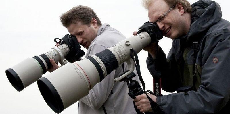 SMAKER FUGL: Akam-redaksjonen på fototur. Are Thunes Samsonsen med 400 f/4 DO bak og Erik Faarlund med 800 f/5.6 foran.