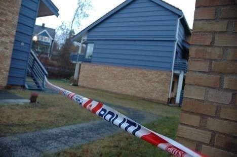 Politisperringer utenfor området hvor Vegard Bjerck ble funnet drept i fjor.