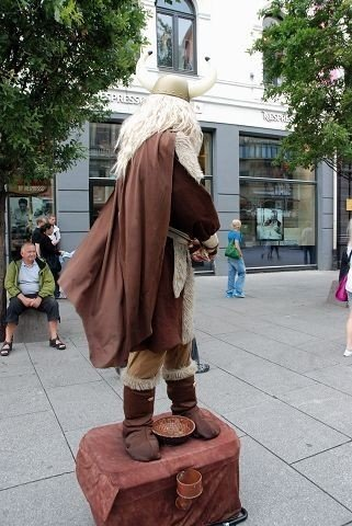 Sjenert viking på Egertorget
