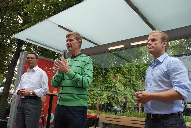 SV satser på kollektivtransport. Akthar Chaudry, Erik Solheim og Heikki Holmås drar igang valgkampen.