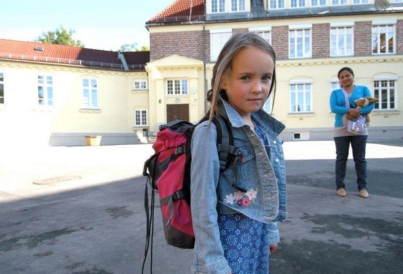 Vilde Sofie (6) begynner på Tåsen skole i dag. Hun er mest glad i å tegne. Foto: Elisabeth Wang