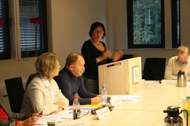 Judith Kvernes var uenig i plasseringen av de nye brakkene til Flaen barnehage. I følge Byrådsavdeling for kultur og utdanning, vil den midlertidige paviljongen bli stående inntil full barnehagedekning i Oslo er oppnådd.