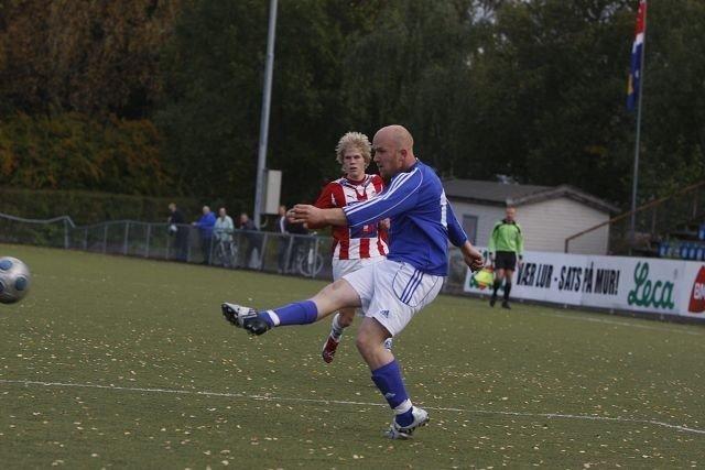 Treffsikker: Martin Hansen drar seg inn fra kanten og legger ballen i lengste hjørne. Og han gjentok bedriften to ganger til i kampen mot Tromsø 2. Foto: Carina Alice Bredesen