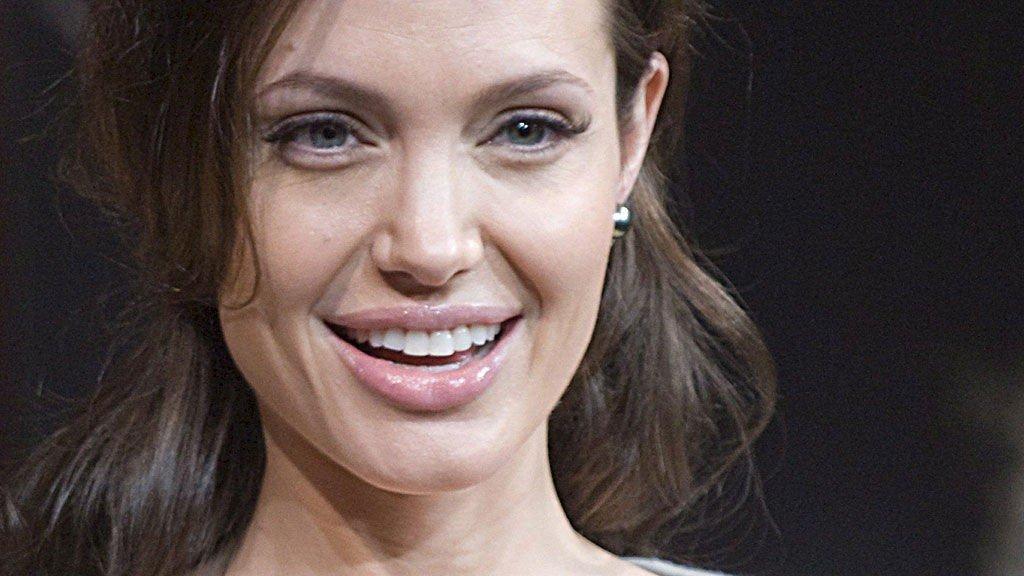 I LYKKELIGE OMSTENDIGHETER: Angelina Jolie og Brad Pitt kan vente sitt syvende barn.