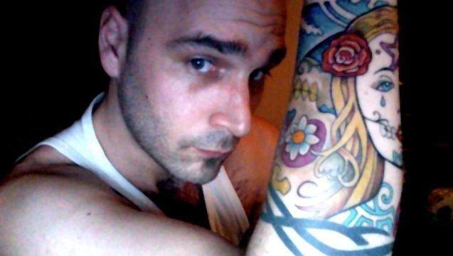 PSYCHONAUT: Steinar Sevje (31) er «psychonaut» – som Motorpsycho-fansen kaller seg selv. På armen har han blant annet tatovert bandets logo.