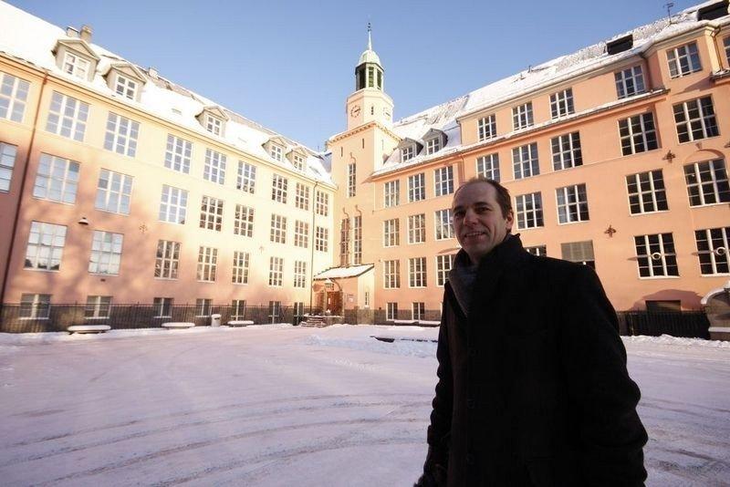 Knut Even Linsjørn (SV) går inn for ny ungdomsskole på Grünerløkka. Forslaget for etter alt å dømme flertall i bystyret.