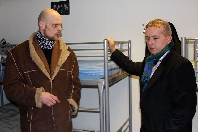 Justisminister Knut Storberget (Ap) fikk en omvisning av mottaksleder Marius Engh.