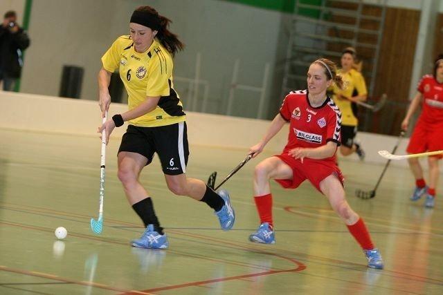 Hever nivået: Tunets Anna Didriksson (venstre) var på det svenske landslaget forrige sesong. Her mot Sveivas Lena Sundvik.
