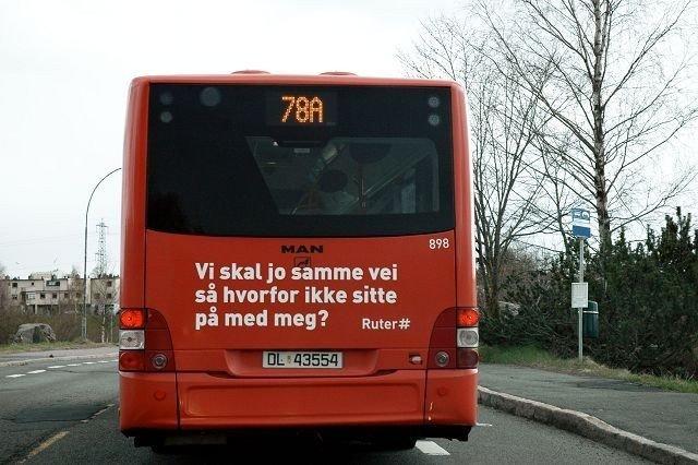 Den gamle konflikten om hvor bydelsbussen, Østensjø Ring, bør kjøre er blusset opp igjen. Dagens rute går over Østensjøvannet, mens lokalpolitikerne vil at den skal kjøre hele veien om Skullerud. Foto: Nina Schyberg Olsen