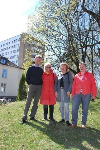 Fra venstre Carl Oscar Pedersen (H), Anne Titt Lindvig (FrP), Liv Wiborg (V) og Tone Bjåland (SV) kjemper hardt for at de opprinnelige planene for utvikling av Ullerntunet skal gjennomføres. Høybygget i bakgrunnen skal uansett rives. Foto: Vidar Bakken