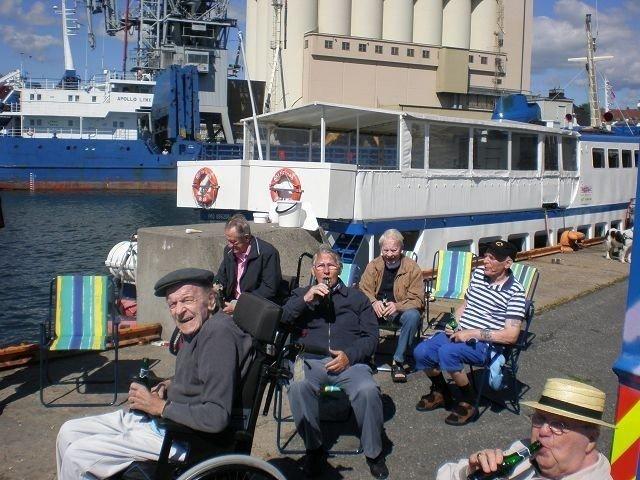 Det ble ikke bare fisking da herreklubben på Lambertseter alders- og sykehjem var på fisketur til Vippetangen.