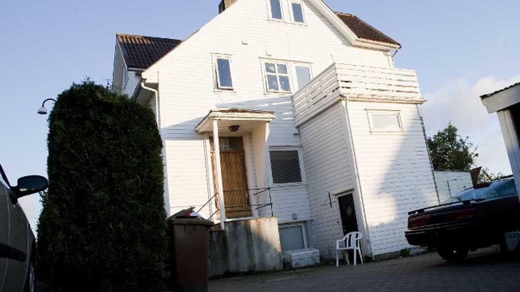 FEM SIKTET: I dette huset på Kampen ble en 28 år gammel mann funnet død fredag formiddag. Politiet ber nå om varetektsfengsling for de fem siktede i saken.