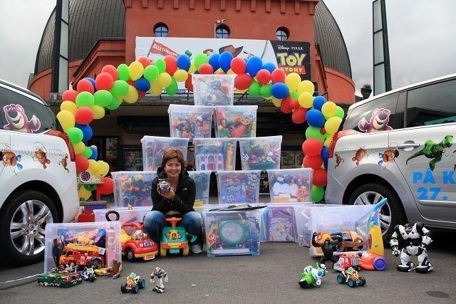 Pressesjef i Disney Norge, Cathrine Kanck-Vårdal er sjokkert over at tyver kan være så frekke, men glad for alle lekene hun har fått inn.