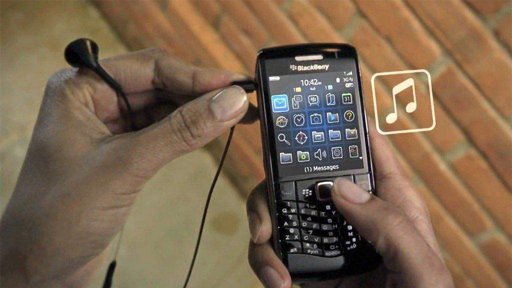 Blackberry begynner endelig å få på skikkelig støtte for musikk, film og sosiale nettverk.