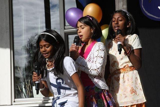 Trekløveret som hadde skrvet egen sang til sin debut på de skrå Veitvetbredder. Energiske og sprudlene framførte de Venner-Uvenner foran et riktig så stort publikum i finværet.