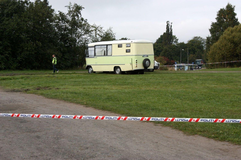 Det var i denne campingbilen en familie på fire ble funnet døde mandag formiddag.