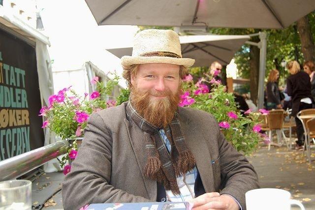 Petter Schjerven har samlet nostalgi mellom to permer, og da snakker vi om alt fra 2000-tallets «schpaa» til tidligere tiders bannskap.