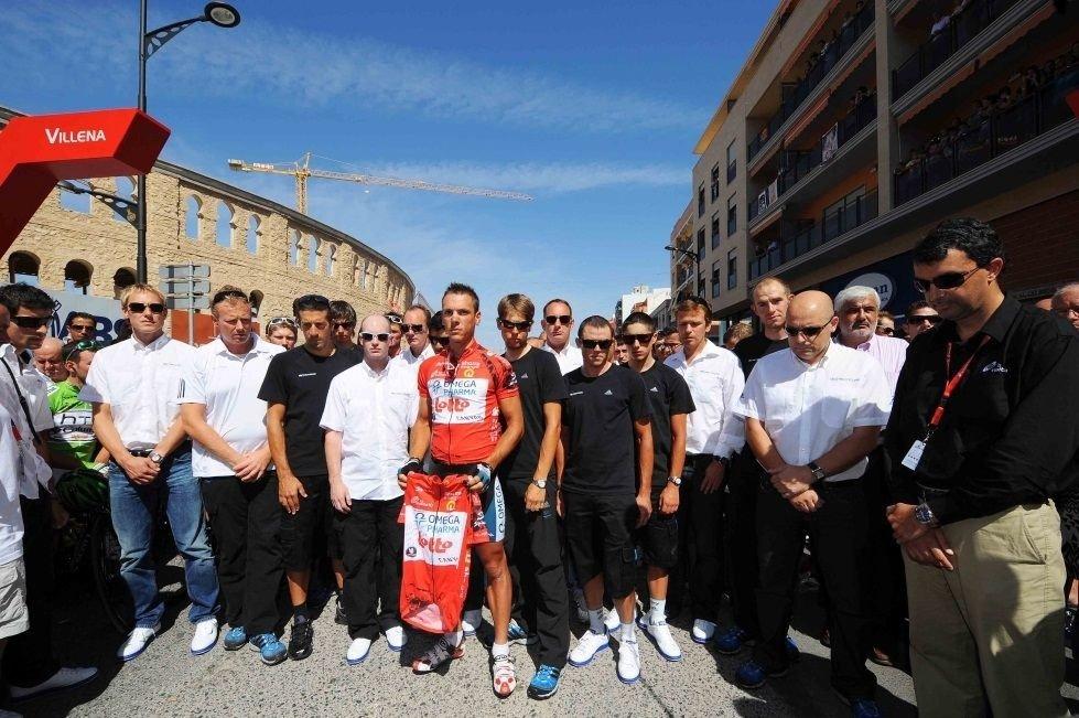 DRO HJEM: Team Sky (med Lars Petter Nordhaug) dro hjem før starten på den åttende etappen grunnet dødsfallet til massøren Txema González.