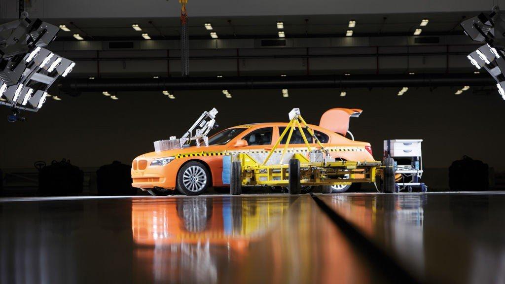 BMW FÅR TOPPKARAKTER i sikkerhet. Dette skyldes mangeårig forskning og utvikling av avanserte sikkerhetsløsninger.