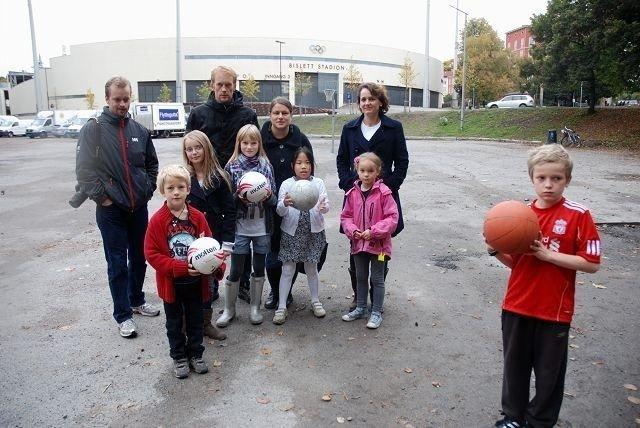 Øyvind Moe, Finn- Arne Weltzien, Constance Ursin, Marie Moe, Mads Ursin- Weltzien, Madeleine Moe, Julie-Ann Ferignac, Elisabeth og Gustave Moe.