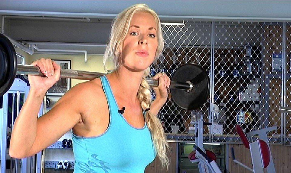 Øvelsen strammer opp rumpe og lår, og stabiliserer samtidig kjernemusklaturen i mage og rygg.