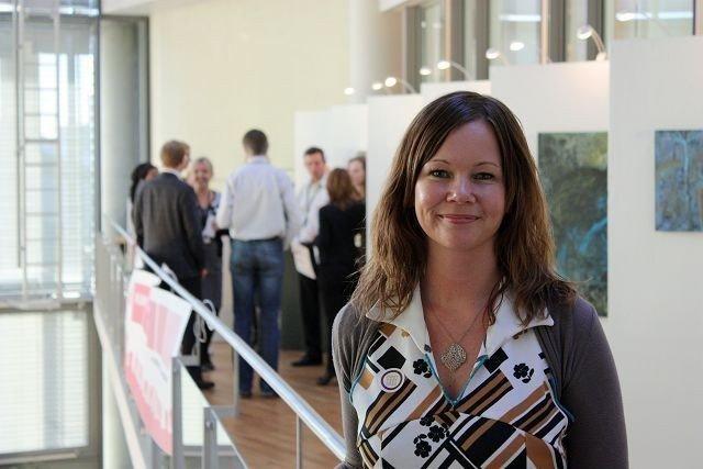 Grafisk designer og billedkunstner Therese Aasvik er primus motor bak utstillingen «Kunst av alle».