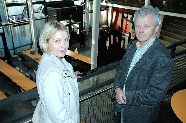 Finansbyråd Kristin Vinje og Persbråten-rektor Ove Østbye er begge overbevist om at OPS-modellen, der private bygger og driver skolebygg for Oslo kommune, har mye for seg.