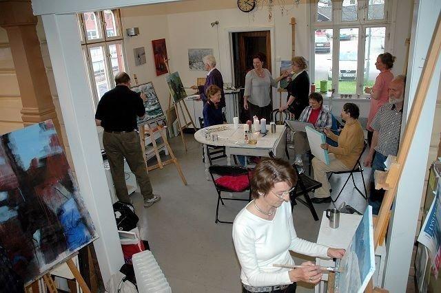 Inspirasjon i veggene: Denne helgen blir det elevutstilling på Kjelsås stasjon. FOTO. UTLÅNT
