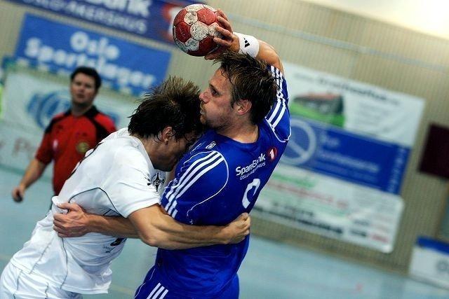 Best: Oppsals Eivind Grabo (høyre) var best på banen. Her i duell med Stords Bjarte Epland. Foto: Arild Jacobsen