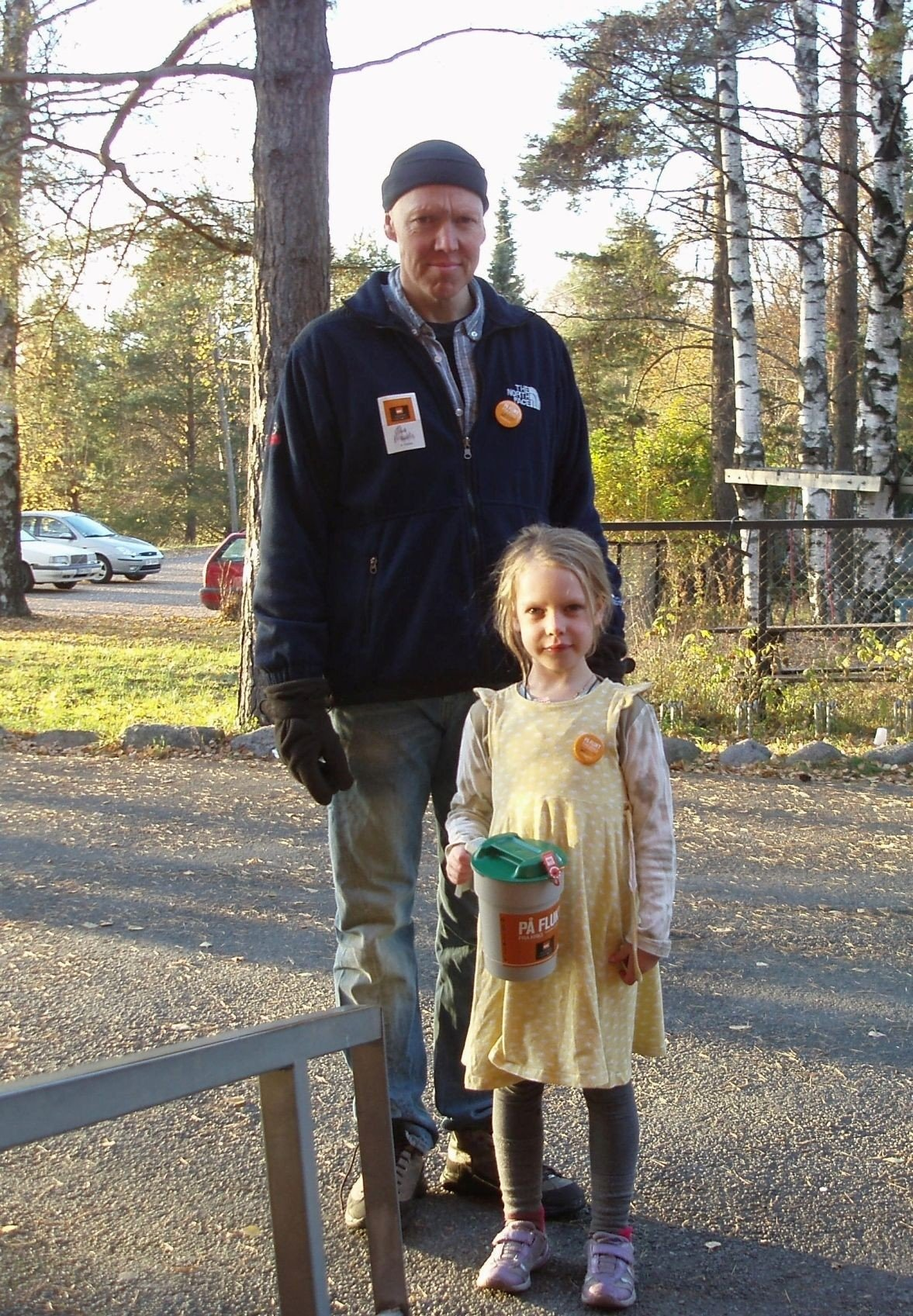 Eira og pappa Ola var to av bøssebærerne for tv-aksjonen på Grefsen søndag, og kunne fortelle om stor gavmildhet.