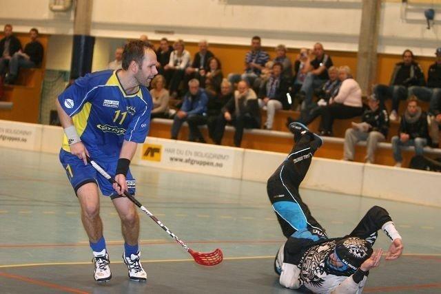 Eric Larsen klarer ikke å overliste Sarpsborgs keeper Tomas Näsholm på straffeslaget i begynnelsen av tredje periode.