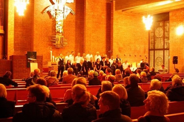 Med mange i salen og både Kvinneglam og Nordstrandshøidensmandssangforening på scenen.