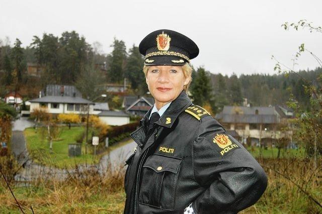 Stasjonssjef Gro Smedsrud på Manglerud er redd for at det nå bygger seg opp en ny inn innbruddsbølge, og både advarer og ber om hjelp.