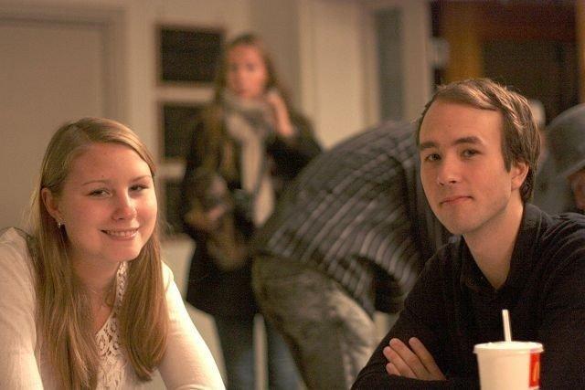 Jenny Tenmann og Emil Fuglerud (19) mener at det at man kan formidle noe som er viktig, interessant og lærerikt, er det som gjør å jobbe med film så morsomt.