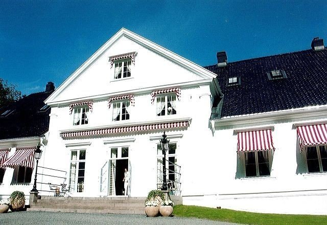 KONGELIG: Kongsgården på Bygdøy sto frem i all sin prakt i august 2007. Foto: Grace Brynn