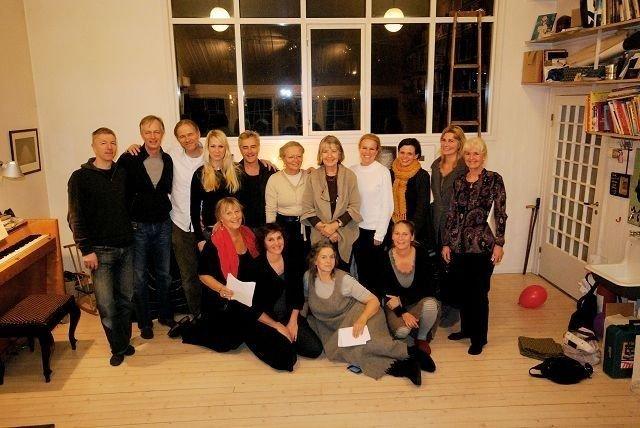 Sammen om sangen: Koret «Ekelyden» byr på norske og svenske viser, folkemusikk og klassisk. Her samlet til øvelse. FOTO: LENE MIDLING-JENSSEN